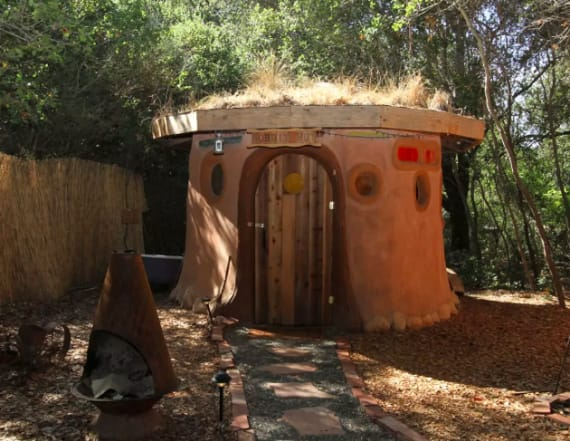 'Hobbit Hut' listed on Airbnb