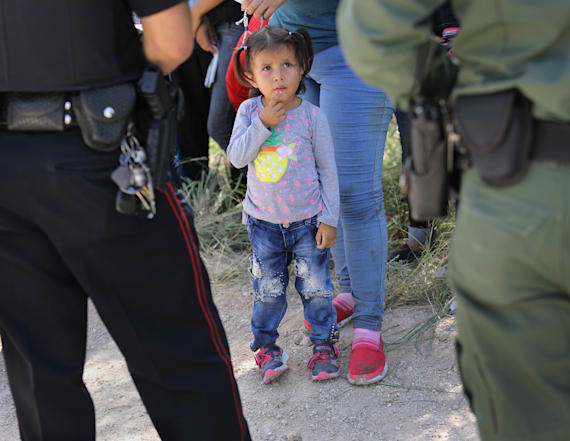 Ex-immigration chief gives grim look on migrant kids