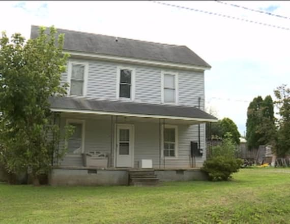 Documents reveal details of girl locked in closet