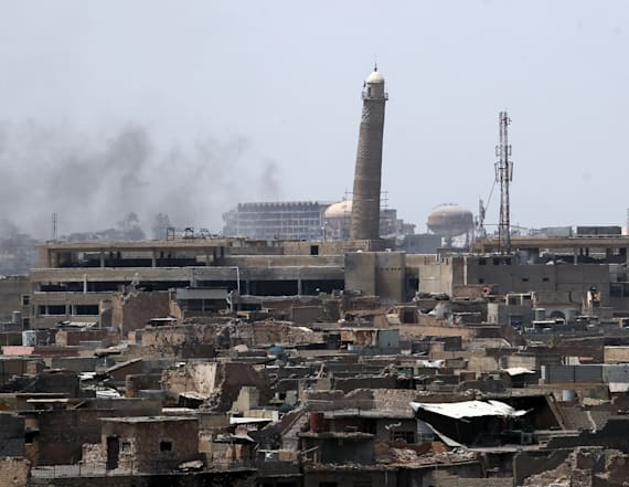 Islamic State blows up historic Mosul mosque