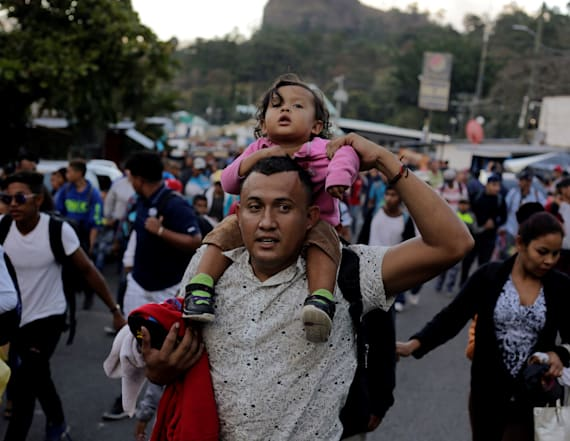 Hundreds in new migrant caravan reach Guatemala