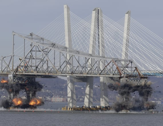 Watch: Tappan Zee bridge gets demolished