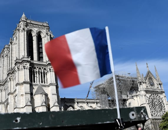 Trump offers 'great experts' to rebuild Notre Dame