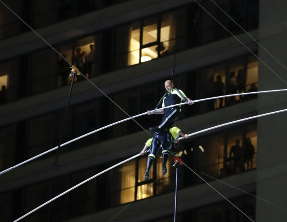 Nik Wallenda says he 'freaked' when pole slipped