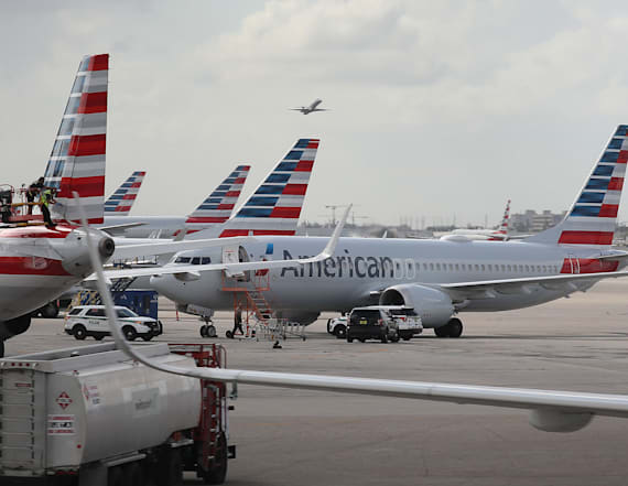 U.S. airlines cancel thousands of flights