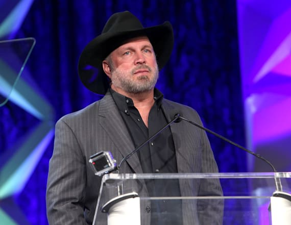 Garth Brooks, Trisha Yearwood delay concert