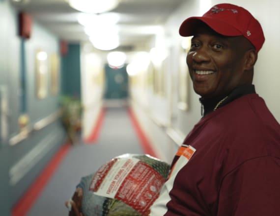 Man distributes 6,000 turkeys to the needy