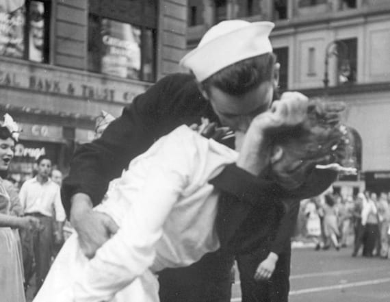 Sailor in iconic V-J Day kiss photo dies at 95