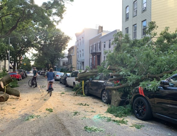 Death toll rises, mass power outages after storm