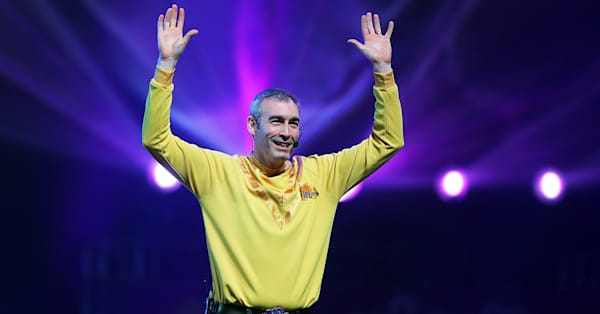 Wiggles lead singer collapses on-stage during concert for Australia relief