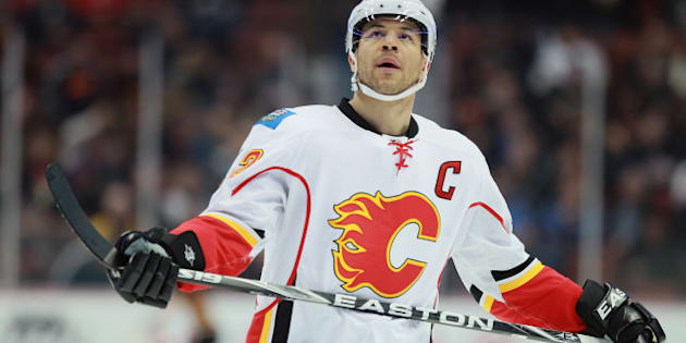 ANAHEIM, CA - MARCH 02:  Jarome Iginla #12 of the Calgary Flames looks on against the Anaheim Ducks at Honda Center on March 2, 2012 in Anaheim, California.  (Photo by Jeff Gross/Getty Images)