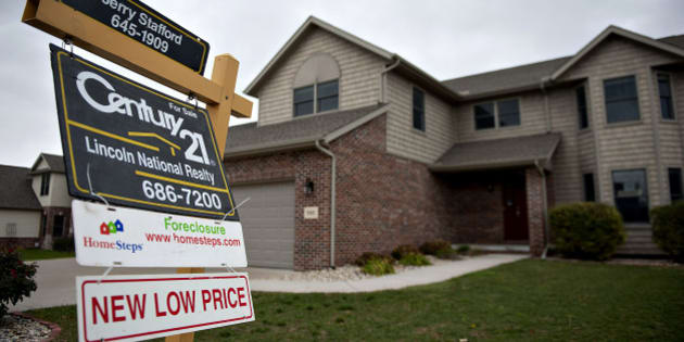 A Century 21 Real Estate LLC 'Foreclosure' sign hangs outside a home in Peoria, Illinois, U.S., on Thursday, Oct. 18, 2012. The National Association of Realtors is scheduled to release existing homes data on Oct. 19. Photographer: Daniel Acker/Bloomberg via Getty Images