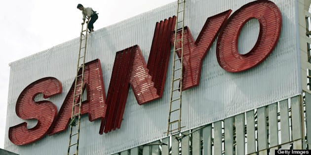 Hanoi, VIET NAM:  A worker climbs atop an advertising billboard for Japanese company Sanyo, being installed in downtown Hanoi, 18 October 2006. Vietnamese Prime Minister Nguyen Tan Dung has left Hanoi 18 October for Japan for a five-day official visit aimed at boosting further trade ties which Hanoi expects to reach around 10 billion USD this year.    AFP PHOTO/HOANG DINH Nam  (Photo credit should read HOANG DINH NAM/AFP/Getty Images)