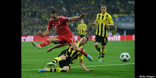 LONDON, ENGLAND - MAY 25: Lukasz Piszczek of Borussia Dortmund tackles Franck Ribery of FC Bayern Muenchen during the UEFA Champions League final match between Borussia Dortmund and FC Bayern Muenchen at Wembley Stadium on May 25, 2013 in London, United Kingdom. (Photo by Chris Brunskill Ltd/Getty Images)