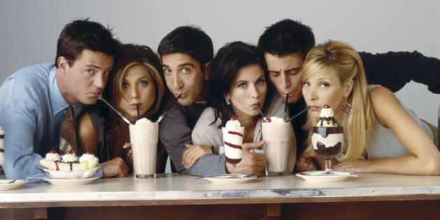 FRIENDS -- Pictured: (l-r) Matthew Perry as Chandler Bing, Jennifer Aniston as Rachel Green, David Schwimmer as Ross Geller, Courteney Cox as Monica Geller, Matt Le Blanc as Joey Tribbiani, Lisa Kudrow as Phoebe Buffay in 'Friends', circa 1995. (Photo by NBC/NBCU Photo Bank via Getty Images)