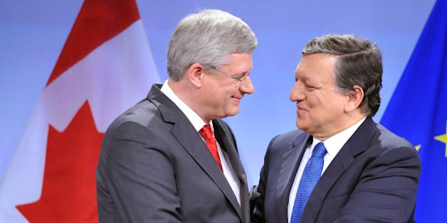 European Commission President Jose Manuel Barroso (R) shakes hand with Canadian Prime Minister Stephen Harper (L) during a press conference following a signing ceremony to finalise a free-trade accord more than four years in the making, on October 18, 2013 at the EU headquarters in Brussels. Many observers see a deal, which has proved difficult to conclude, as a possible template for EU talks with the United States on TTIP, the Transatlantic Trade and Investment Partnership which is touted as one of the biggest free-trade accords ever.        AFP PHOTO / GEORGES GOBET        (Photo credit should read GEORGES GOBET/AFP/Getty Images)