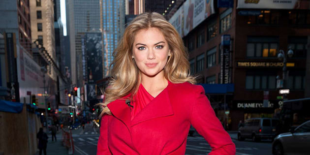 NEW YORK, NY - OCTOBER 24:  Kate Upton visits 'Extra' in Times Square on October 24, 2013 in New York City.  (Photo by D Dipasupil/Getty Images for Extra)