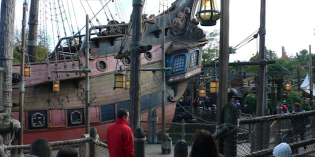 "We visited Disneyland Paris while staying with Eurocamp at La Croix du Vieux Pont at Berny Riviere. The parc organises coach trips to Disneyland Resort. <a href=""http://www.eurocamp.co.uk/"" rel=""nofollow"">www.eurocamp.co.uk/</a>