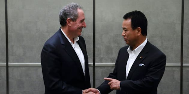Michael Froman, U.S. trade representative, left, shakes hands with Akira Amari, Japan's minister of state for economic and fiscal policy, during a photo session ahead of their meeting in Tokyo, Japan, on Monday, Aug. 19, 2013. The 11 nations participating in the Trans-Pacific Partnership (TPP) negotiations are seeking to create an economic zone with $26 trillion in annual output. Photographer: Tomohiro Ohsumi/Bloomberg via Getty Images