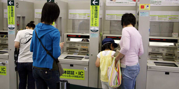 JAPAN - MAY 21:  Customers use a Sumitomo Mitsui Bank's ATM in Tokyo, Japan, on Monday, May 21, 2007. Sumitomo Mitsui Banking Corp., the main banking unit of Japan's third-biggest lender by market value, paid a premium to sell 80 billion yen ($714 million) of bonds  (Photo by Haruyoshi Yamaguchi/Bloomberg via Getty Images)