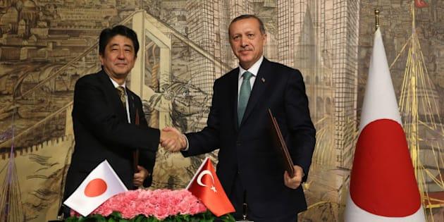 ISTANBUL, TURKEY - OCTOBER 29: Turkish Prime Minister Recep Tayyip Erdogan (R) and his Japanese counterpart Shinzo Abe (L) officialy sign an agreement on science and technology and nuclear energy field after an official meeting on October 29, 2013 at Prime Ministry office in Dolmabahce, Istanbul. (Photo By Ahmet Dumanli/Anadolu Agency/Getty Images)