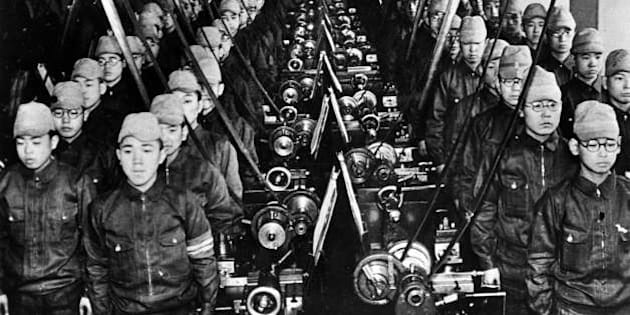 JAPAN - 1939:  War 1939-1945. Japanese students mobilized to work in a factory. LAPI-45399A.  (Photo by LAPI/Roger Viollet/Getty Images)
