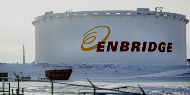 An Enbridge Inc. oil tank stands at the Hardisty tank farm in Hardisty, Alberta, Canada, on Saturday, Dec. 7, 2013. Canadian heavy crude reached its strongest level in more than two months on the spot market as a pipeline connection to the U.S. Gulf Coast began filling with crude ahead of its startup next month. Photographer: Brett Gundlock/Bloomberg via Getty Images