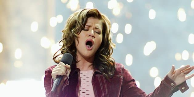 American Idol winner Kelly Clarkson sings after winning the contest at the Kodak Theatre in Hollywood, Ca., Sept. 4, 2002.  (photo by Kevin Winter/ImageDirect)