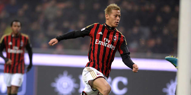 MILAN, ITALY - JANUARY 15:  Keisuke Honda of AC Milan scores the third goal during the TIM Cup match between AC Milan and AC Spezia at San Siro Stadium on January 15, 2014 in Milan, Italy.  (Photo by Claudio Villa/Getty Images)