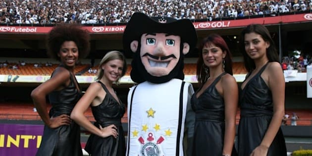 Corinthians SF Girls with official mascot, the musketeer, as the  Superleague Formula car is revealed to the fans in Sao Paulo (2 March 2008)