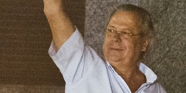Jose Dirceu, former Chief of Staff of President Luiz Inacio Lula da Silva accused in the Mensalao scandal, arrives at the headquarters of the Federal Police in Sao Paulo, Brazil on November 15, 2013.  AFP PHOTO / NELSON ALMEIDA        (Photo credit should read NELSON ALMEIDA/AFP/Getty Images)