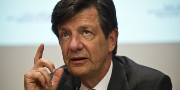 Roberto Setubal, President and CEO of Itau Unibanco Bank, gestures during a press conference at Itau Unibanco headquarters, in Sao Paulo, Brazil, on February 4, 2014. Itau Unibanco --the largest private bank in Brazil-- reported net income of R$15.695 billion (USD 6,767 million) in 2013 which represents the highest profit in the history of Brazilian banks.  AFP PHOTO / NELSON ALMEIDA        (Photo credit should read NELSON ALMEIDA/AFP/Getty Images)