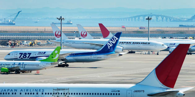 TOKYO, JAPAN - JANUARY 31:  A general view of ANA and JAL Boeing 787 aeroplanes at Tokyo International Airport on January 31, 2013 in Tokyo, Japan. Boeing 787's biggest operator All Nippon Airways, grounded the Dreamliner aircrafts, after an emergency landing was made on January 16 and has since seen 459 flights cancelled this month.  (Photo by Adam Pretty/Getty Images)