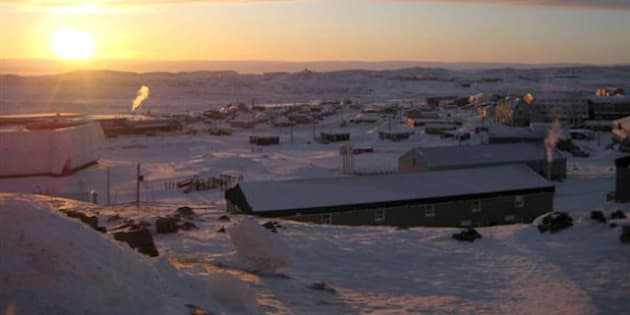 The town of Iqaluit, Nunavut is shown Wednesday Feb. 3, 2010. Iqaluit, population 7,000, may seem an unlikely venue for a G-7 bull session about the global economy, but the host nation chose it in part to underscore a message about sovereignty over its part of the Arctic.  (AP Photo/Robert Gillies)  ** zu unserem KORR. **