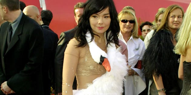 UNITED STATES - MARCH 25:  Bjork, Best Song nomminee for 'Dancer in the Dark' arriving for the 73rd Academy Awards 3/25/01.  (Photo by Vinnie Zuffante/Getty Images)