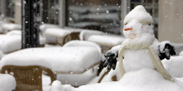 A snowman sits on a snow-covered table on the patio of a downtown Denver eatery as an autumn snowstorm sweeps over the intermountain West on Wednesday, Oct. 28, 2009. Forecasters predict that up to 10 inches of snow will fall on the Denver metropolitan area while some places in the mountains could see up to two feet of snow before the storm finally moves out on Thursday. (AP Photo/David Zalubowski)