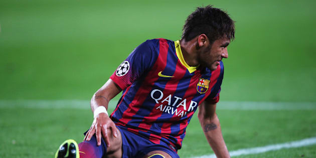 BARCELONA, SPAIN - APRIL 01:  Neymar of Barcelona grimaces as he goes to ground during the UEFA Champions League Quarter Final first leg match between FC Barcelona and Club Atletico de Madrid at Camp Nou on April 1, 2014 in Barcelona, Spain.  (Photo by Clive Rose/Getty Images)