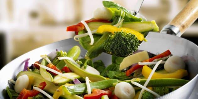 La dieta vegetariana fa male alla salute: rischio ansia, depressione e tumore. La ricerca su PLos One (FOTO)