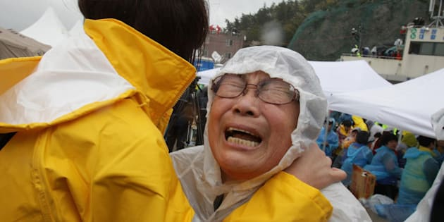 JINDO-GUN, SOUTH KOREA - APRIL 17:  A relative weeps as she waits for missing passengers of a sunken ferry at Jindo port on April 17, 2014 in Jindo-gun, South Korea. At least six people are reported dead, with 290 still missing. The ferry identified as the Sewol was carrying about 470 passengers, including students and teachers, traveling to Jeju Island.  (Photo by Chung Sung-Jun/Getty Images)