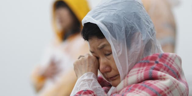 JINDO-GUN, SOUTH KOREA - APRIL 18:  A relative weeps as she waits for missing passengers of a sunken ferry at Jindo port on April 18, 2014 in Jindo-gun, South Korea. At least twenty five people are reported dead, with 290 still missing. The ferry identified as the Sewol was carrying about 470 passengers, including the students and teachers, traveling to Jeju Island.  (Photo by Chung Sung-Jun/Getty Images)