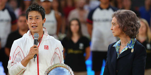 MADRID, SPAIN - MAY 11:  Kei Nishikori of Japan makes his losers speach as Queen Sofia of Spain listens as he holds his runner up trophy after retiring injured in the third set against Rafael Nadal of Spain in their final match during day nine of the Mutua Madrid Open tennis tournament at the Caja Magica on May 11, 2014 in Madrid, Spain.  (Photo by Clive Brunskill/Getty Images)