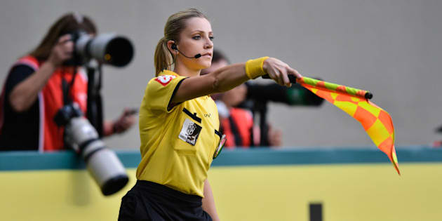 BELO HORIZONTE, BRAZIL - MAY 11: Referee Fernanda Colombo during a match between Atletico MG and Cruzeiro as part of Brasileirao Series A 2014 at Independencia stadium on may 11, 2014 in Belo Horizonte, Brazil. (Photo by Pedro Vilela/Getty Images)