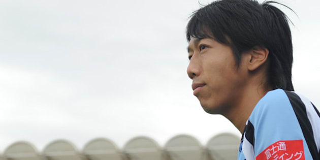 KAWASAKI, JAPAN - MAY 12:  (EDITORIAL USE ONLY) Kengo Nakamura #14 of Kawasaki Frontale looks on prior to the J.League match between Kawasaki Frontale and Kashiwa Reysol at Todoroki Stadium on May 12, 2012 in Kawasaki, Japan.  (Photo by Masashi Hara/Getty Images)