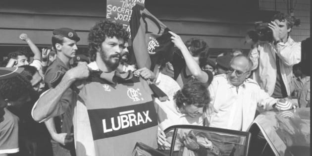 RIO DE JANEIRO, BRAZIL - SEPTEMBER 13:  (BRAZIL OUT) (FILE) Socrates start to play with the team of Flamengo on September 13, 1985 in Rio de Janeiro, Brazil. The former soccer player Socrates dies on December 04, 2011.  (Photo by  Globo via Getty Images)