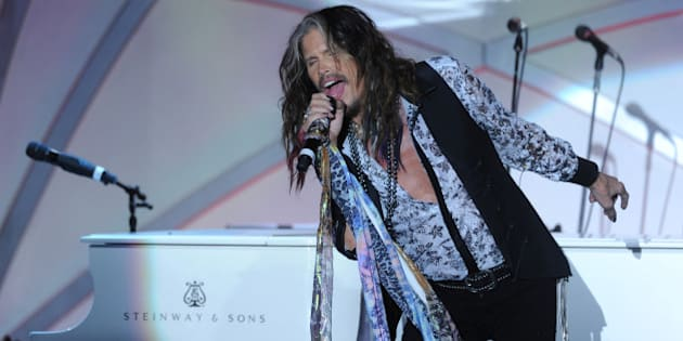 CENTURY CITY, CA - MAY 02:  Singer/songwriter Steven Tyler performs onstage during the 21st annual Race to Erase MS at the Hyatt Regency Century Plaza on May 2, 2014 in Century City, California.  (Photo by Alberto E. Rodriguez/Getty Images for Race to Erase MS)