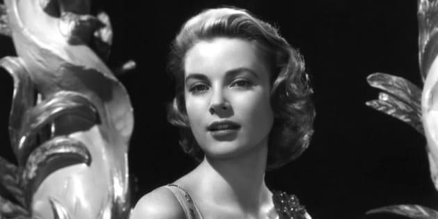 NON SPECIFIE - 1954: Portrait of actress Grace Kelly en 1954. (Photo by API/Gamma-Rapho via Getty Images)
