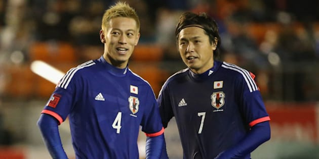 TOKYO, JAPAN - MARCH 05:  (EDITORIAL USE ONLY) Keisuke Honda #4 and Yasuhito Endo #7 of Japan talk during the Kirin Challenge Cup international friendly match between Japan and New Zealand at National Stadium on March 5, 2014 in Tokyo, Japan.  (Photo by Atsushi Tomura/Getty Images)