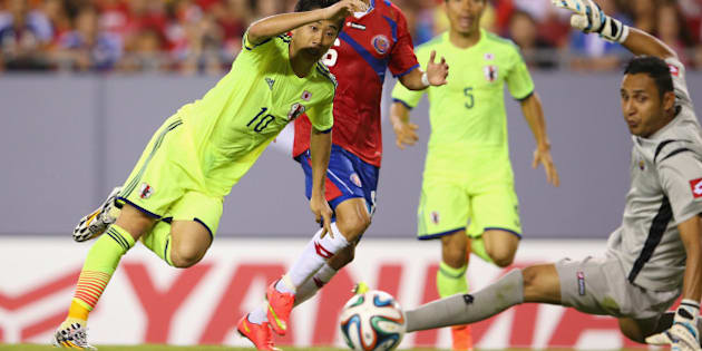 TAMPA, FL - JUNE 02:  Shinji Kagawa of Japan scores a goal during the International Friendly Match between Japan and Costa Rica at Raymond James Stadium on June 2, 2014 in Tampa, Florida.  (Photo by Mark Kolbe/Getty Images)