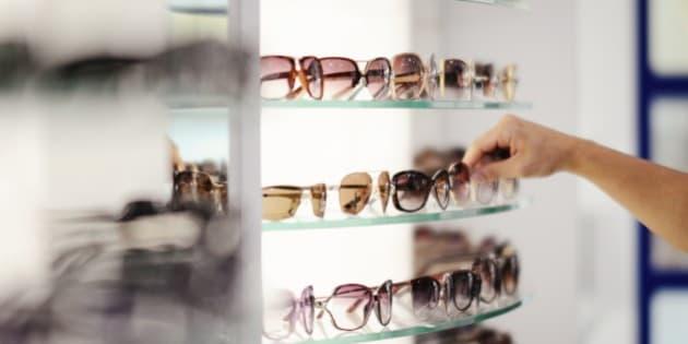 Acheter des lunettes de soleil   cinq choses à savoir avant de passer à la  caisse f5aa1a2aec23