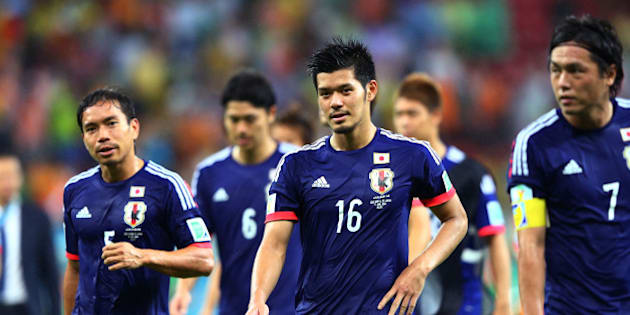 RECIFE, BRAZIL - JUNE 14: Yuto Nagatomo (L) and Hotaru Yamaguchi of Japan walk off the field with teammates after being defeated by the Ivory Coast 2-1 during the 2014 FIFA World Cup Brazil Group C match  between the Ivory Coast and Japan at Arena Pernambuco on June 14, 2014 in Recife, Brazil.  (Photo by Jamie Squire/Getty Images)